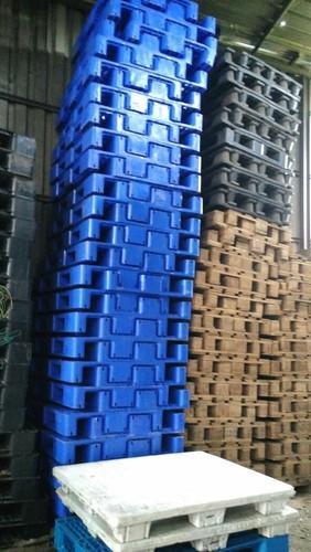 Chúng tôi có nhiều loại pallet đã qua sử dụng .. thương hiệu mới pallet chỉ được sử dụng một lần cho hàng hóa nhập khẩu .. kích thước và màu sắc, công suất phụ thuộc vào cổ phiếu có sẵn tại thời điểm ..