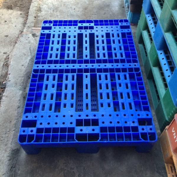 Pallet nhựa 1500x1500x150mm dùng để làm gì? Nên mua ở đâu?
