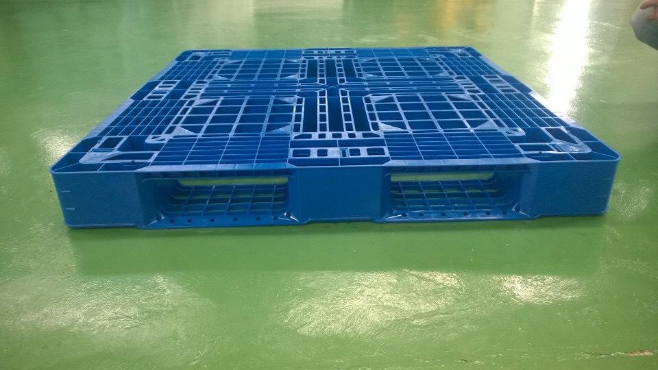 Pallet nhựa 1100x1100x125mm – Sản phẩm lưu trữ, vận chuyển hàng hóa hiệu quả